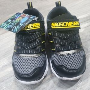 NWT Boys Skechers light up sneakers